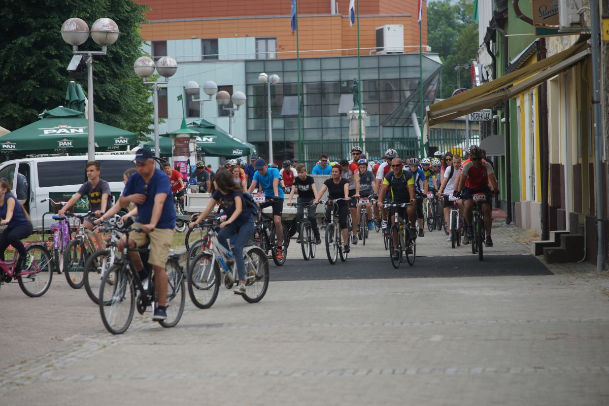 "Doček sudionika biciklijade ""6. Tour de Slavonia"" u Valpovu"