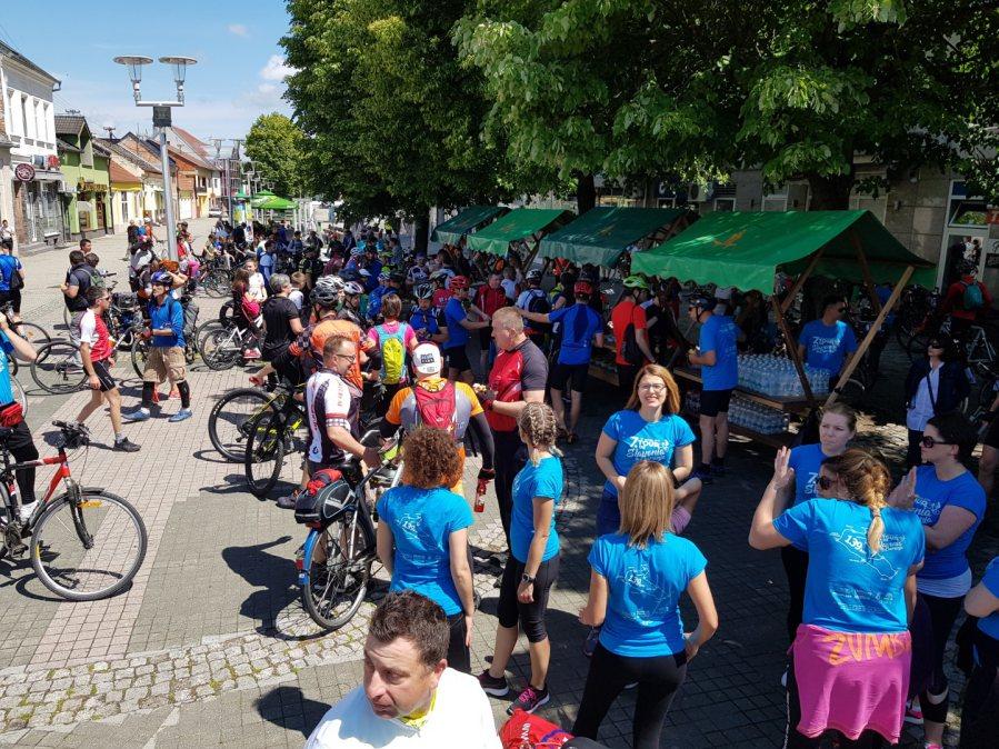 """Doček sudionika biciklijade """"7. Tour de Slavonia & Baranja"""" u Valpovu"""